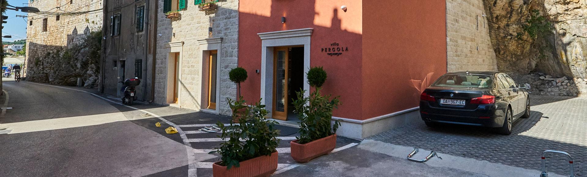 parking-villa-pergola